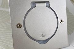 Prise à clapet étanche IP44 carrée acier satin Platinum