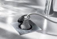 Prise à clapet étanche IP44 carrée acier brossé Platinum