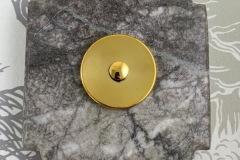 Plaque à chapeau bouton de sonnette marbre gris collerette laiton