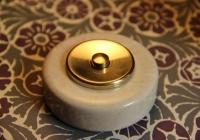bouton de sonnette marbre beige et laiton