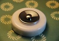 bouton de sonnette marbre blanc et chrome