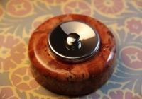 bouton de sonnette marbre rouge et chrome
