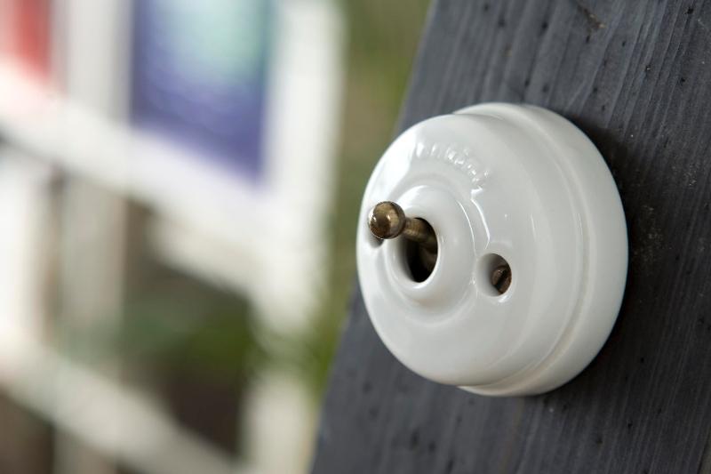 interrupteur fontini porcelaine terrain a batir. Black Bedroom Furniture Sets. Home Design Ideas